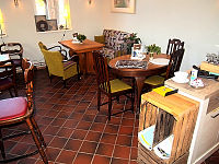 Blick in das kleine Café (rechter Bereich)