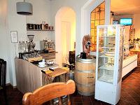 Blick in das kleine Café (linker Bereich)